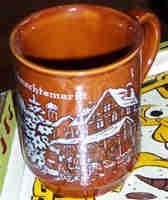 Braune Tasse mit Motiv \-Weihnachtsmarkt\-