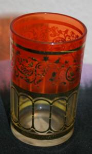 Teeglas aus Marokko, goldfarben und orange